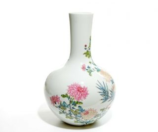 A Very Fine Chinese Famille Rose Porcelain Vase 5