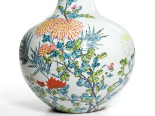 A Very Fine Chinese Famille Rose Porcelain Vase 8