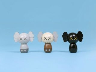 Kaws:holiday Japan Limited Kokeshi Doll Set (set Of 3) (order Confirmed) (x/1000)