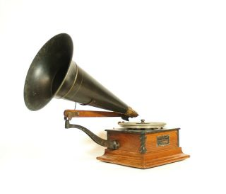 Exceptional 1902 Victor R Phonograph Complete,  Correct & All A Gem