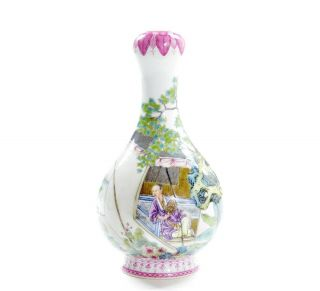 A Very File Chinese Famille Rose Porcelain Vase 2