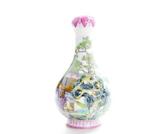 A Very File Chinese Famille Rose Porcelain Vase 3