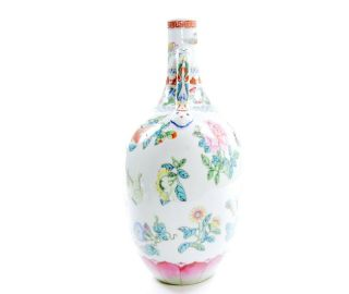 A Very Fine Chinese Famille Rose Porcelain Moonflask Vase 6