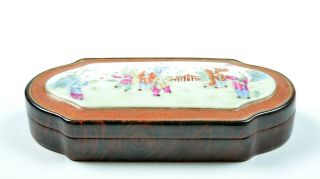 A Very Fine Chinese Famille Rose Porcelain Box