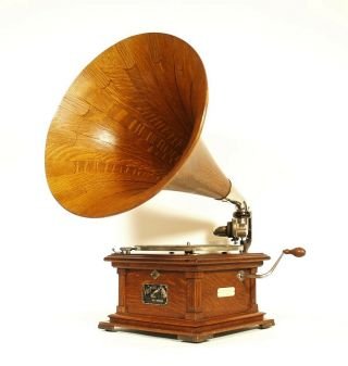Near 1907 Victor II Phonograph w/Spear Tip Wood Horn Gorgeous 2