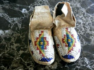 1890s PAIR NATIVE AMERICAN SIOUX INDIAN BEAD DECORATED INFANT HIDE MOCCASINS 2