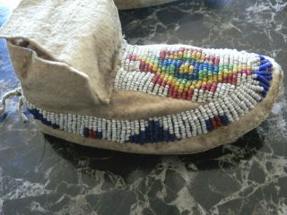 1890s PAIR NATIVE AMERICAN SIOUX INDIAN BEAD DECORATED INFANT HIDE MOCCASINS 3