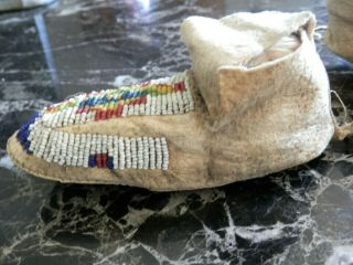 1890s PAIR NATIVE AMERICAN SIOUX INDIAN BEAD DECORATED INFANT HIDE MOCCASINS 4