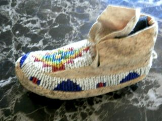 1890s PAIR NATIVE AMERICAN SIOUX INDIAN BEAD DECORATED INFANT HIDE MOCCASINS 5