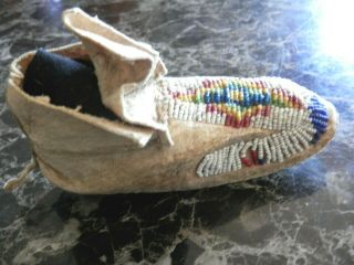 1890s PAIR NATIVE AMERICAN SIOUX INDIAN BEAD DECORATED INFANT HIDE MOCCASINS 7