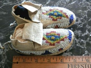 1890s PAIR NATIVE AMERICAN SIOUX INDIAN BEAD DECORATED INFANT HIDE MOCCASINS 8