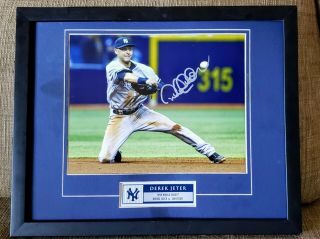 Jeter Yankees Signed Autograghed Photo With