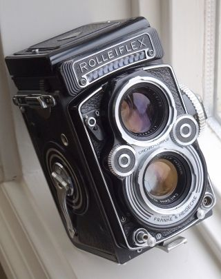 Rare Rolleiflex 3.  5f Tlr Camera W Carl Zeiss Planar Lens Rival 2.  8f Hasselblad