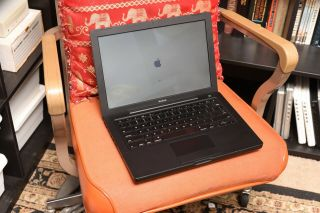 Rare Apple Black Macbook 13 - Inch 2007 Core 2 Duo 2.  2ghz / 4gb Ram,  320gb Hd,  Osx