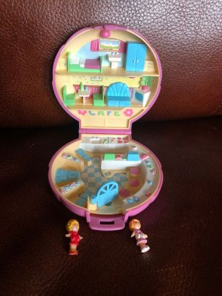 1989 Sea Shell Polly Pocket Cafe With 2 Figures