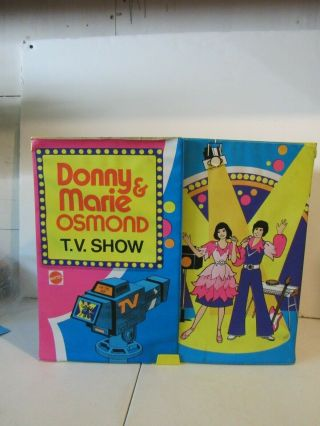 "Wonderful Vintage "" Donny And Marie "" Tv Show Playset With Dolls"