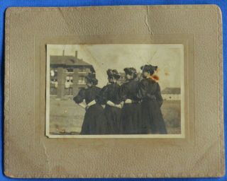 Antique Photo Group Of 4 Women Profile Back To Camera