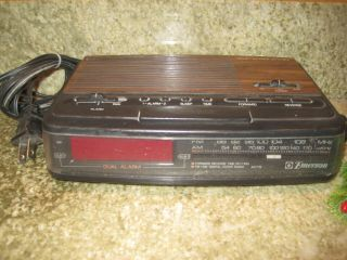 Vintage Wood Grain Am/fm Digital Dual Alarm Clock Emerson Ak2776 Red Led