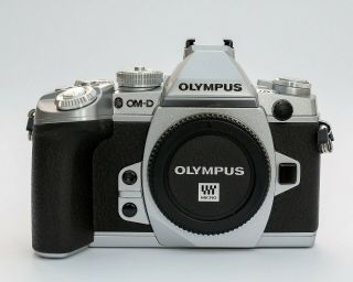 Rare Olympus Om - D E - M1 Mk 1 16.  3mp Digital Camera - Silver (body Only)
