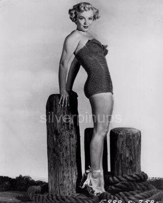 Orig 1951 Marilyn Monroe In Swimsuit.  Rare Pin - Up Portrait.  Gorgeous